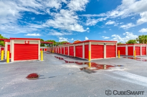 Image of CubeSmart Self Storage - West Palm Beach - 7501 S. Dixie Highway Facility on 7501 S. Dixie Highway  in West Palm Beach, FL - View 3