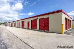 Image of CubeSmart Self Storage - West Chicago Facility on 27W125 North Avenue  in West Chicago, IL - View 4