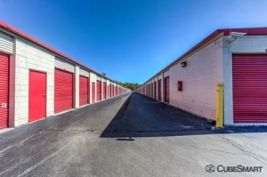 Image of CubeSmart Self Storage - Wheeling - 1042 South Milwaukee Avenue Facility on 1042 S Milwaukee Ave  in Wheeling, IL - View 3