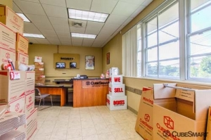 CubeSmart Self Storage - Stamford - Photo 2