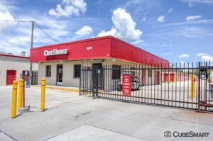 Image of CubeSmart Self Storage - Oviedo - 3651 Alafaya Tr. Facility on 3651 Alafaya Tr.  in Oviedo, FL - View 4