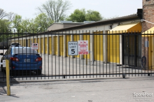 Image of Bellaire-Hillcroft Self Storage Facility on 6117 Edgemoor Dr  in Houston, TX - View 2