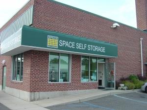 Image of Space Self Storage - Lindenhurst Facility on 101 E Hoffman Ave  in Lindenhurst, NY - View 2