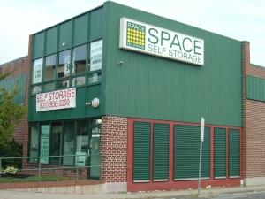 Image of Space Self Storage - Lindenhurst Facility at 101 E Hoffman Ave  Lindenhurst, NY
