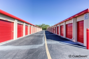Image of CubeSmart Self Storage - Orlando - 1015 N Apopka Vineland Rd Facility on 1015 Apopka Vineland Rd  in Orlando, FL - View 4