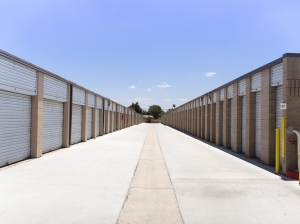 Airport Mini Storage - Riverside - 7044 Arlington Avenue - Photo 13