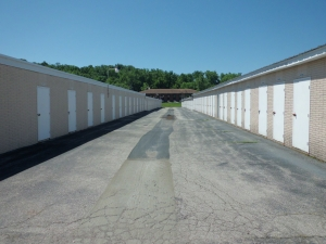 Image of A Storage Inn - Ballwin Facility on 14086 Manchester Road  in Ballwin, MO - View 3
