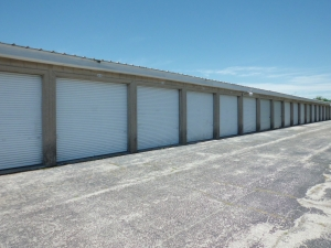 Image of A Storage Inn - Cave Springs Facility on 4040 N Service Rd  in St Peters, MO - View 2