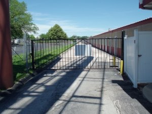 Image of A Storage Inn - Cave Springs Facility on 4040 N Service Rd  in St Peters, MO - View 3