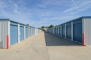Image of Loomis Self Storage Facility on 5950 Jetton Ln  in Loomis, CA - View 4